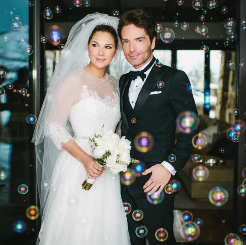 La ex novia de &#39El Sol&#39 anunció en Twitter que se casó con el músico Richard Marx antes de Navidad.