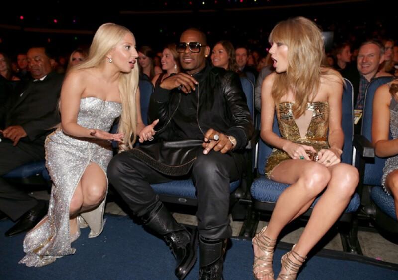 La cantante Taylor Swift le dio el crédito de su relación a Lady Gaga y a su hechizo de amor.