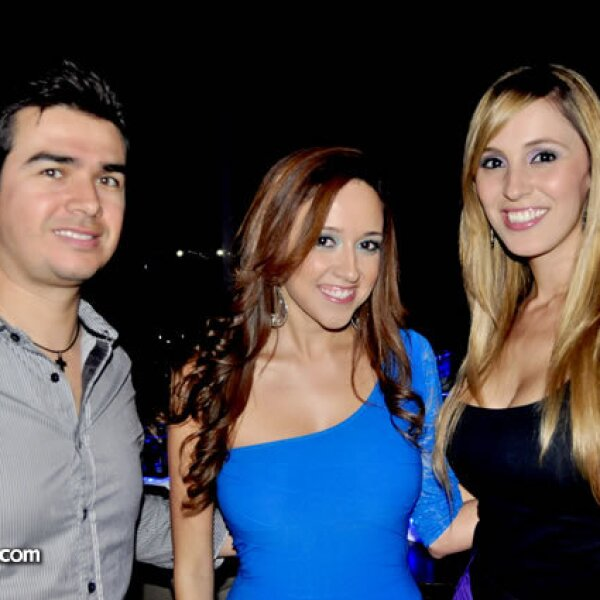 Fabricio Flores, Fernanda González y Andrea Vidal de Flores