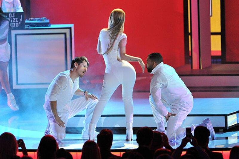 """La cantante sorprendió a todos con su nuevo sencillo """"Beg for it"""""""
