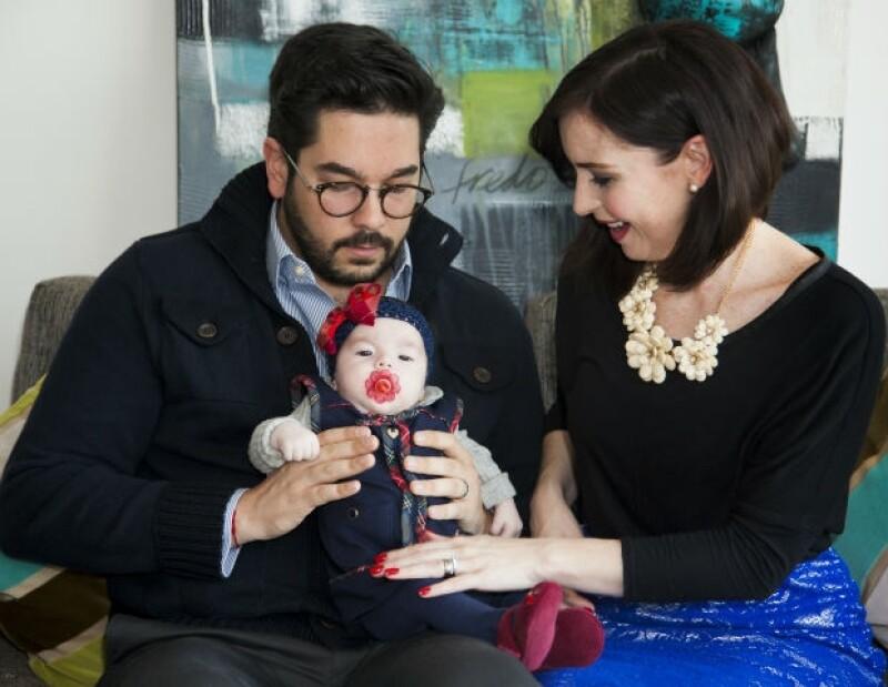 Andrea y Pedro son unos padres muy amorosos.