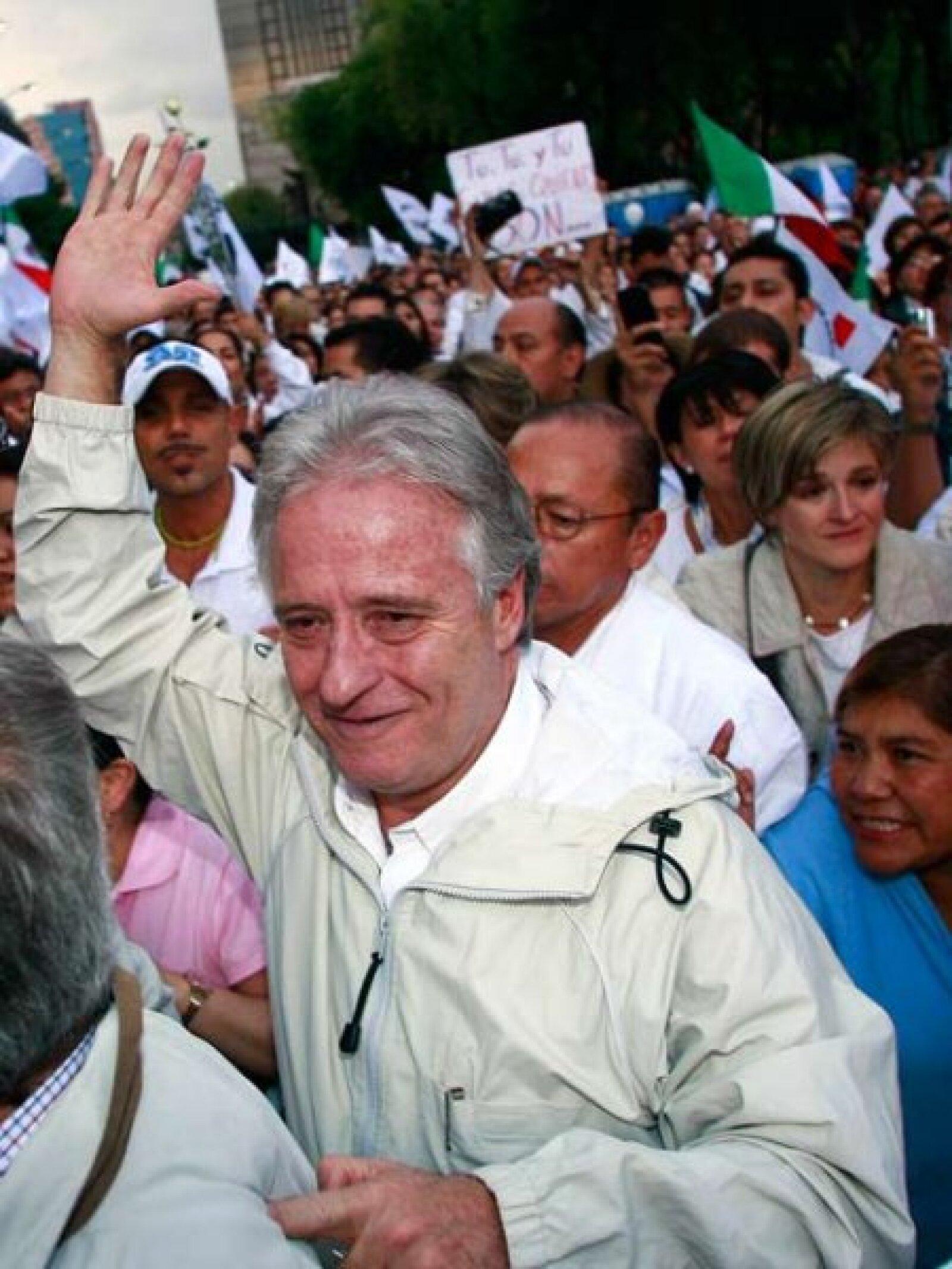 Alejandro Martí en la marcha Iluminemos México contra la inseguridad.