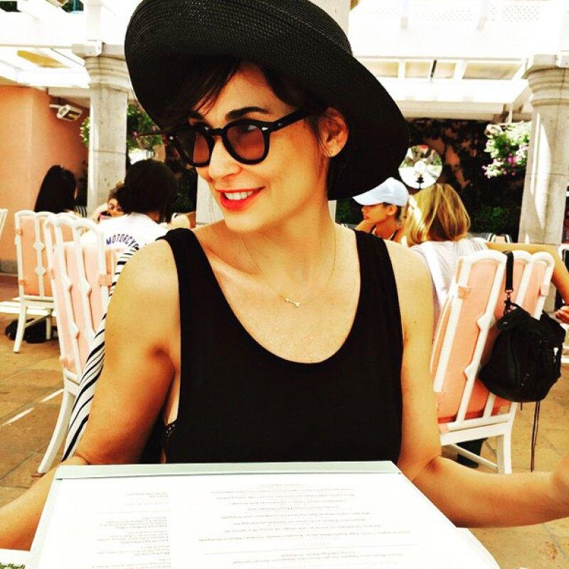 Demi Moore se ve cada día más joven, pues en las fotografías publicadas por su hija parece que los años no han pasado por ella.
