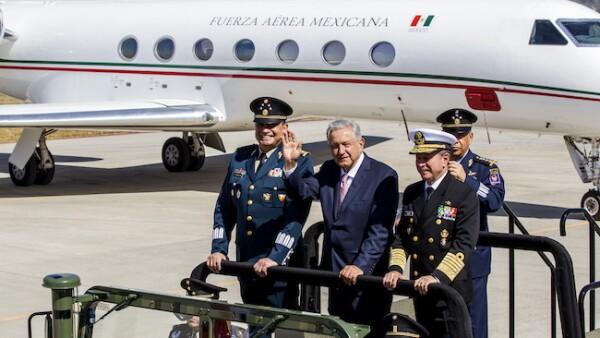 Andrés Manuel López Obrador y la Fuerza Aérea en Santa Lucía