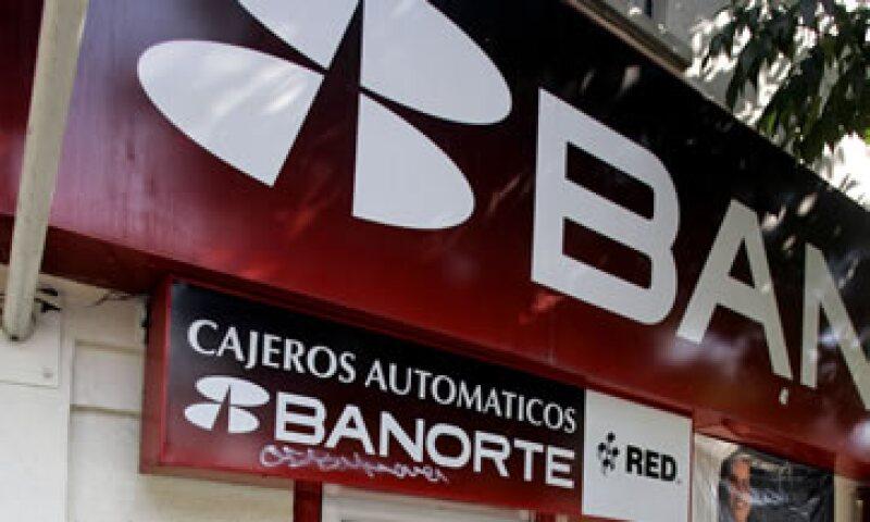 El CEO de Banorte-Ixe asegura que el gran reto de la banca en México será bancarizar a los estratos medios bajos y bajos y que vayan teniendo acceso a los servicios financieros.  (Foto: AP)