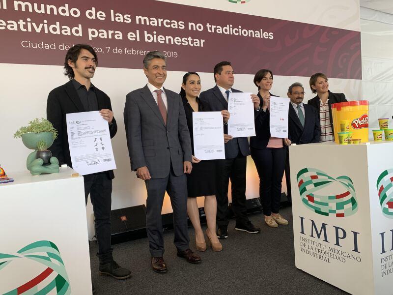 El IMPI entrega títulos de marcas no tradicionales
