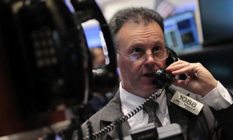 La reglamentación incrementaría los costos en vigilancia en los negocios de derivados de la banca. (Foto: Reuters)