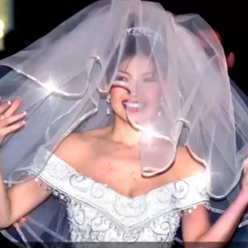 Thalía recordó el día de su boda con esta imagen.