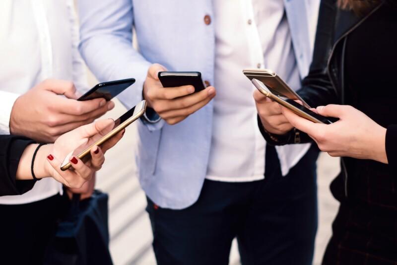 Dependencia al teléfono celular
