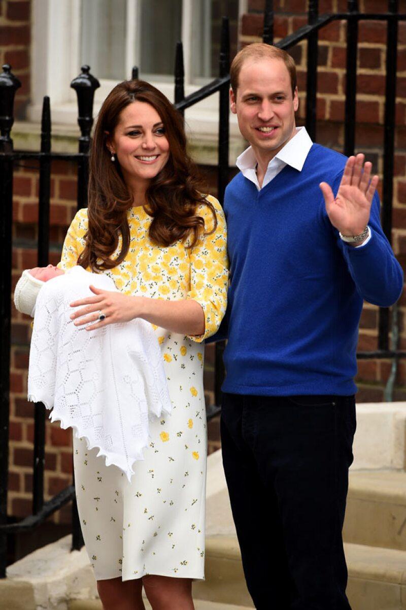 A unas horas de haber dado a luz, Kate Middleton y su hija abandonan el hospital de St. Mary&#39s.