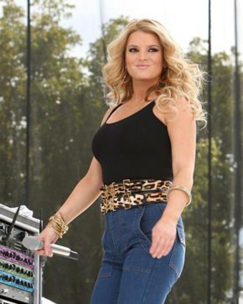 En su primera presentación después de la polémica que causaron las fotos de la cantante con unos kilos de más, ella agradeció a los presentes y calificó de sin sentido los comentarios de la prensa.
