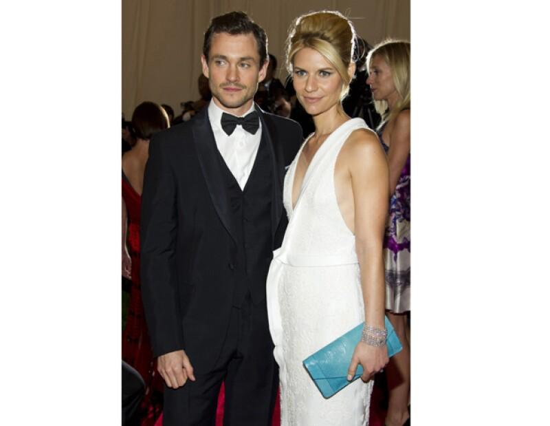 La popular pareja de actores confirmaron que están esperando a su primer bebé.