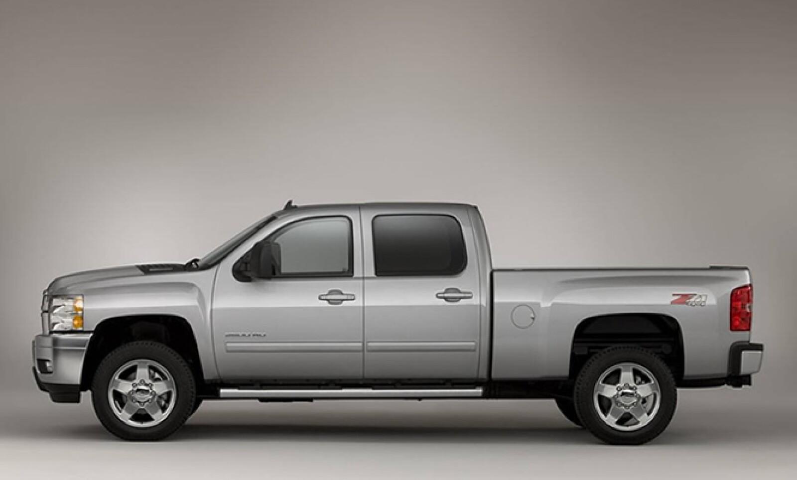 Una de las camionetas de GM aparece también en este listado con 867 unidades.