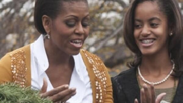 La Primera Dama de Estados Unidos está preparando un libro de horticultura, en el que incluirá recetas familiares y fotos que muestren a los Obama cultivando plantas comestibles.