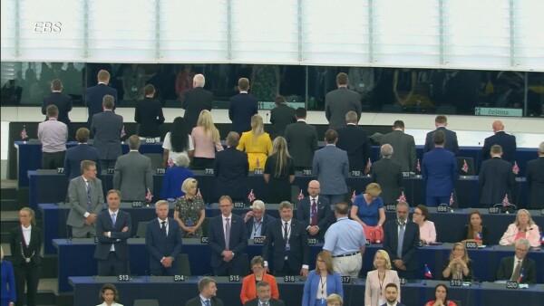 Diputados británicos pro-Brexit le dan la espalda a himno de Unión Europea