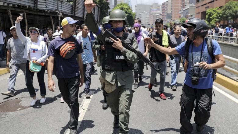 Venezuelan National Guard (GNB) members join protesters in Caracas