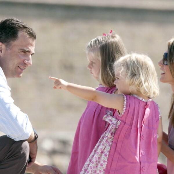 Felipe junto a sus hijas, un padre muy cariñoso.