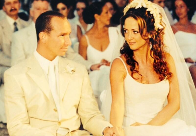 La pareja se unió en matrimonio el primero de abril del año 2000.