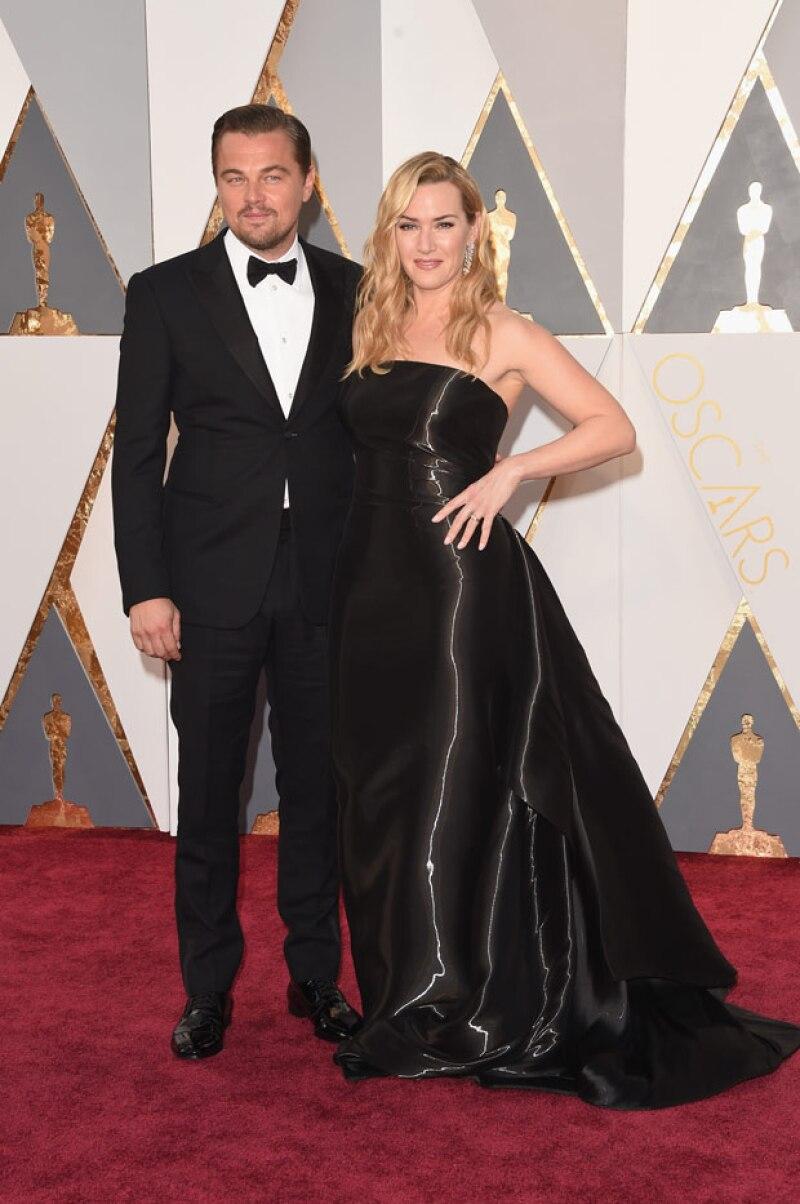 La pareja de actores posó sonriente en la red carpet de la premiación, evidenciando una gran amistad que lleva ya casi 20 años.