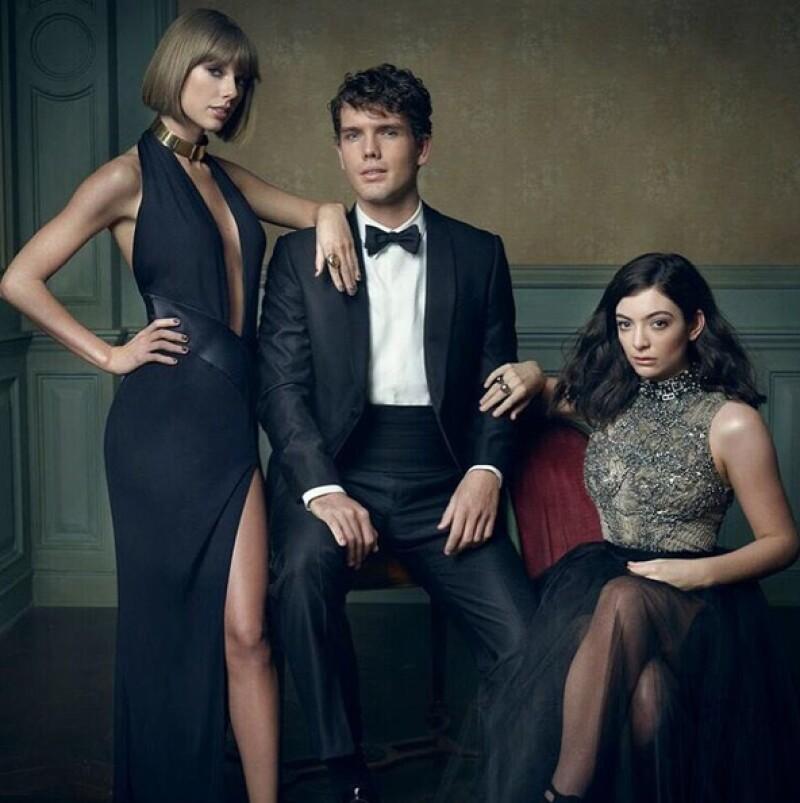 Taylor posó junto a su hermano Austin y Lorde.