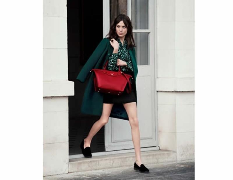 Alexa Chung, Kendall Jenner y Katie Holmes son algunas de las famosas que se han rendido ante el encanto de la nueva Le Pliage Héritage de Longchamp.