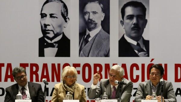 AMLO y legisladores de Morena