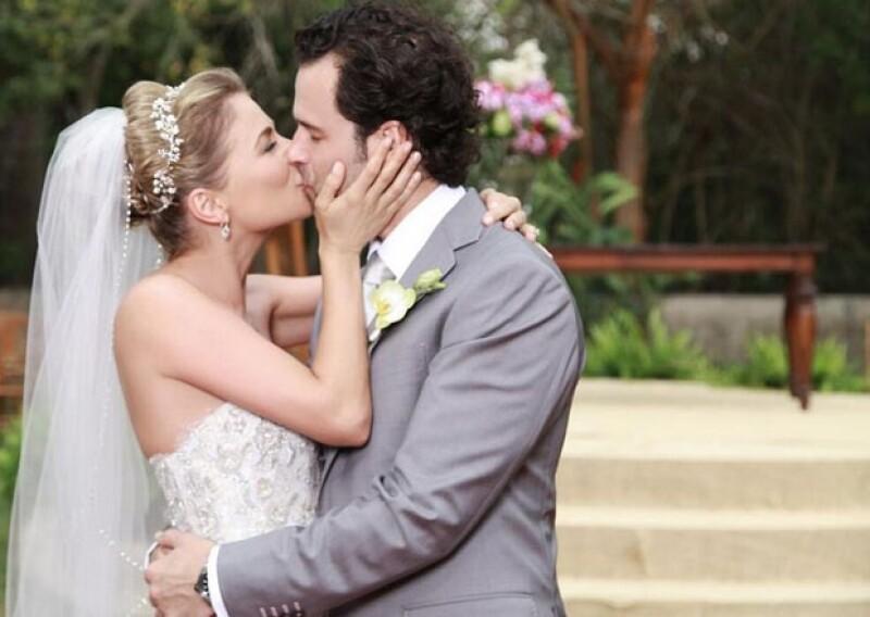 Los novios unieron sus vidas esta tarde en una espectacular recepción en Mérida. Te compartimos las primeras fotos de este esperado enlace matrimonial.