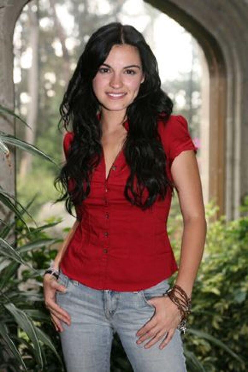 La telenovela también contará con la participación de Daniela Castro, Sergio Goyri, Ernesto Laguardia, Sabine Moussier entre otros.