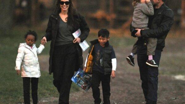 Zahara, Angelina, Pax, Brad y Shiloh dejaron en casa a Maddox y a los gemelos Vivienne y Knox para irse a divertir al parque.