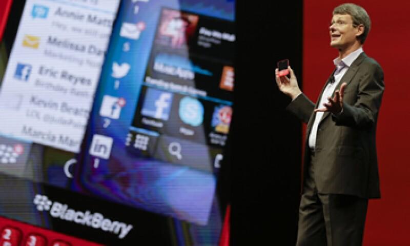 BlackBerry, que dirige Thorsten Heins, prometió un teléfono con pantalla táctil que podría rivalizar con el iPhone. (Foto: AP)