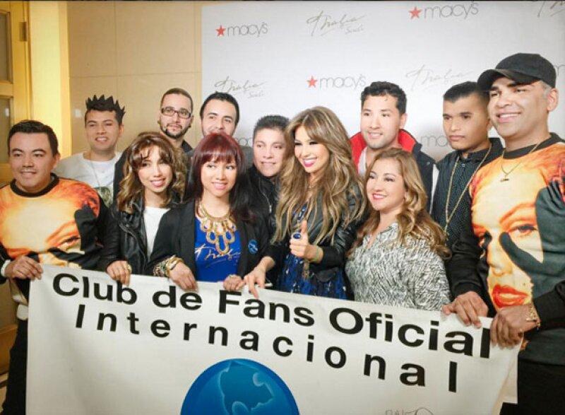 Antes de que iniciara el evento, hubo una trifulca debido a que todos los fans de la cantante querían estar cerca de ella.