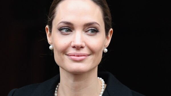 Angelina Jolie tiene 37 años.