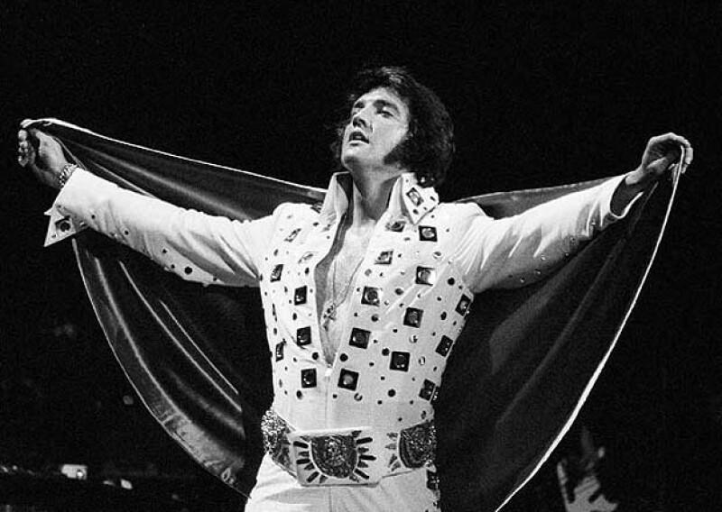 La particular capa de Elvis que usaba en sus últimos años como estrella.