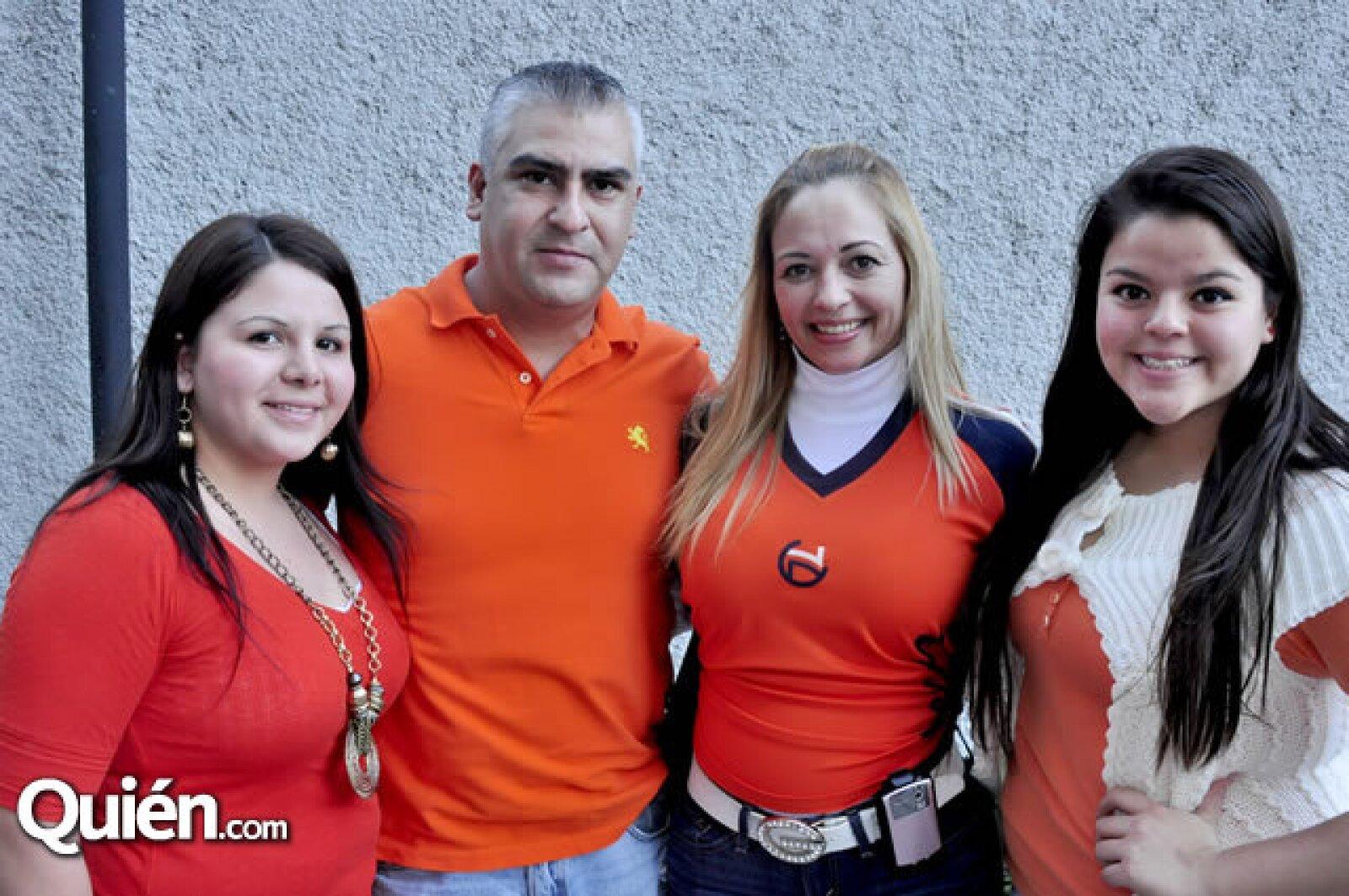 Diana Medina, Gerardo Rivera y Laura y Bárbara Medina