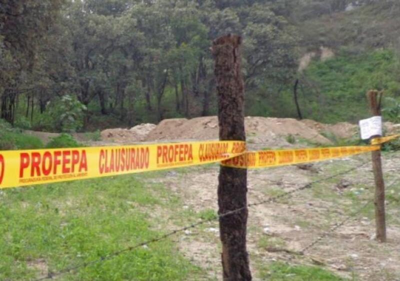 Construcciones clausuradas en el Bosque la Primavera, en Jalisco