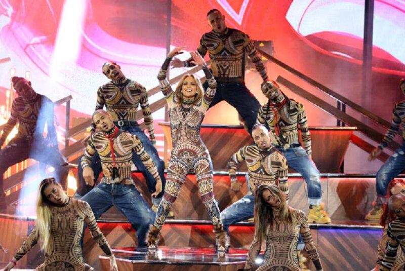 La reacción de Nicki Minaj no fue lo único que llamó la atención durante el show que ofreció la cantante en los AMA&#39s, pues su bailarina también dio de qué hablar.
