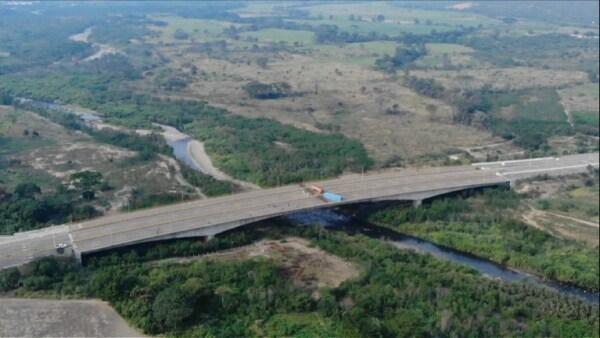 Militares venezolanos bloquean un puente fronterizo con Colombia