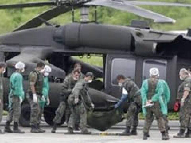 Helicópteros brasileños trajeron los primeros cuerpos al archipiélago de Fernando de Noronha para proceder a su identificación. (Foto: Reuters)