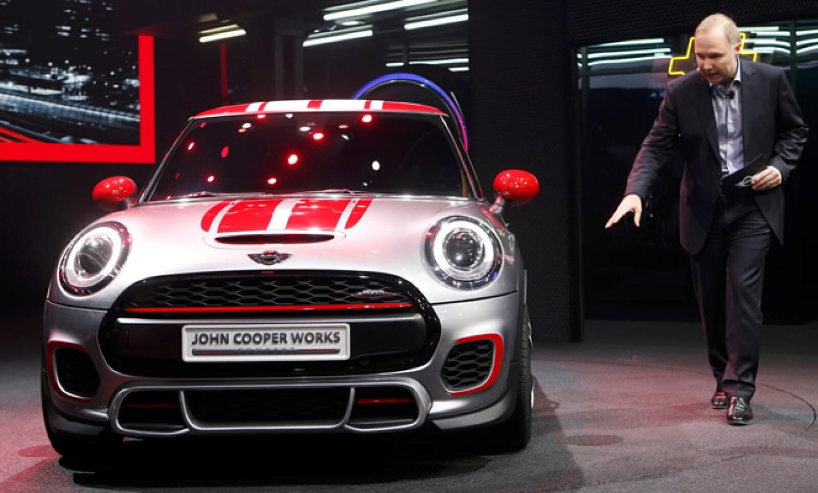 El concepto de este auto está basado en el Mini hatchback, pero es más largo y más ancho que el modelo anterior.