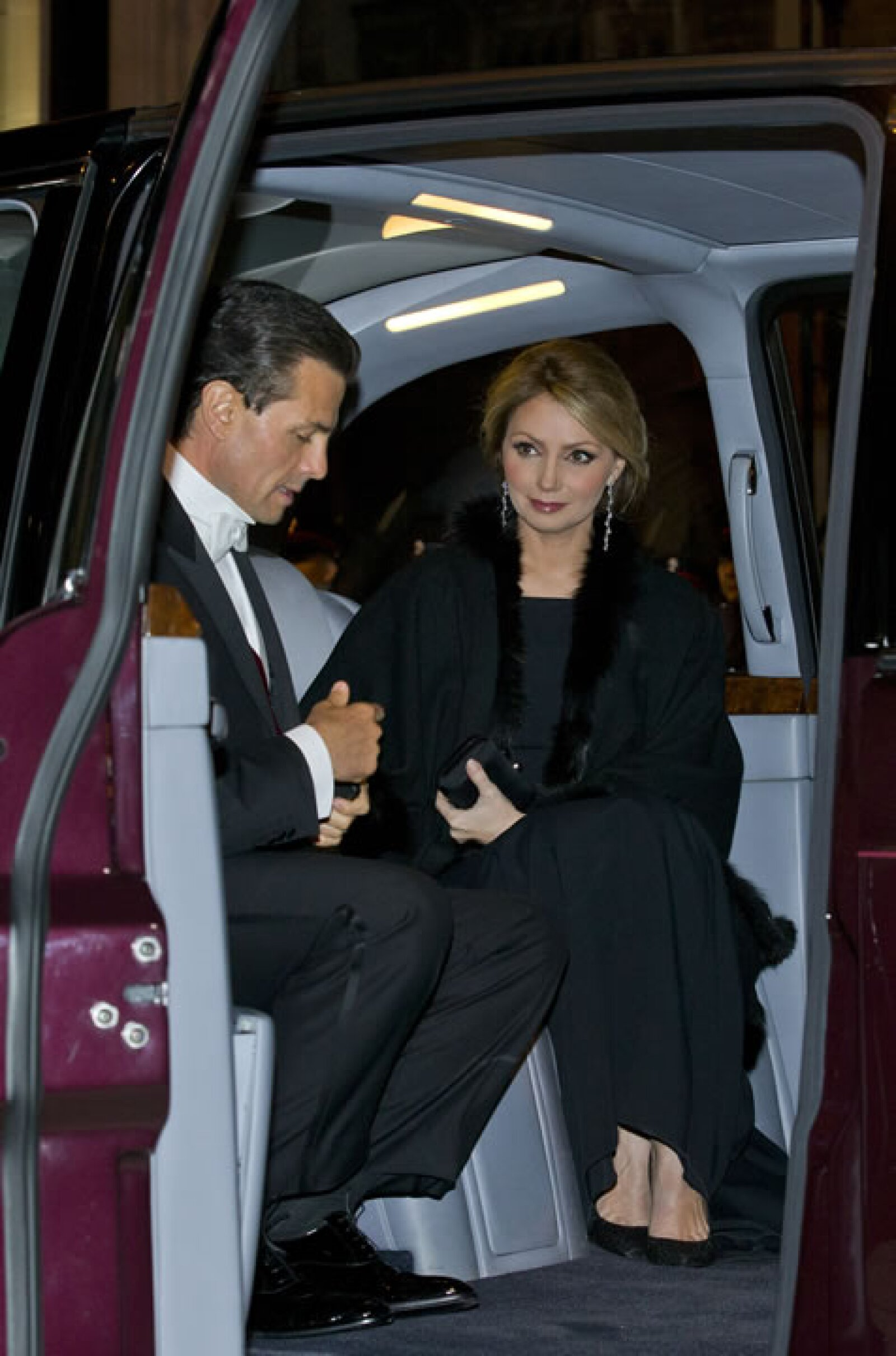 El momento en el que Angélica Rivera y Peña Nieto llegaron al palacio de Buckingham.