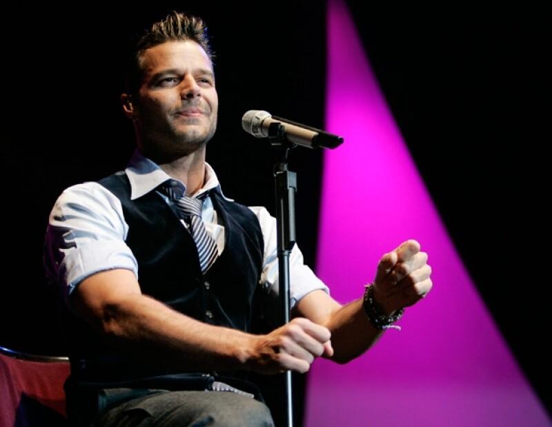 Ricky Martin ha correspondido en diversas ocasiones el cariño de los mexicanos, al decir que ama México y participar en diversos proyectos en el país, como la inauguración de los Juegos Panamericanos.