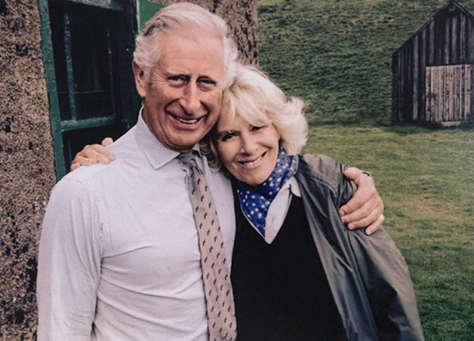 El príncipe Carlos de Gales y su esposa Camilla de Cornwall enviaron esta tarjeta navideña.