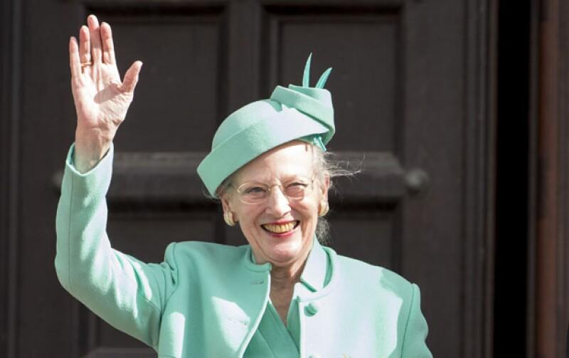 Margarita II cumple 75 años de edad y los líderes de las casas más importantes de la realeza asistieron al festejo, eso sí, la familia real británica brilló por su ausencia.
