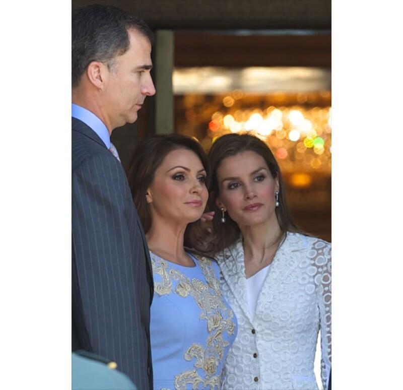 El día de hoy los todavía reyes de España junto a Felipe y Letizia recibieron a Enrique Peña Nieto y Angélica Rivera. La mexicana, eligió un vestido digno de la ocasión.