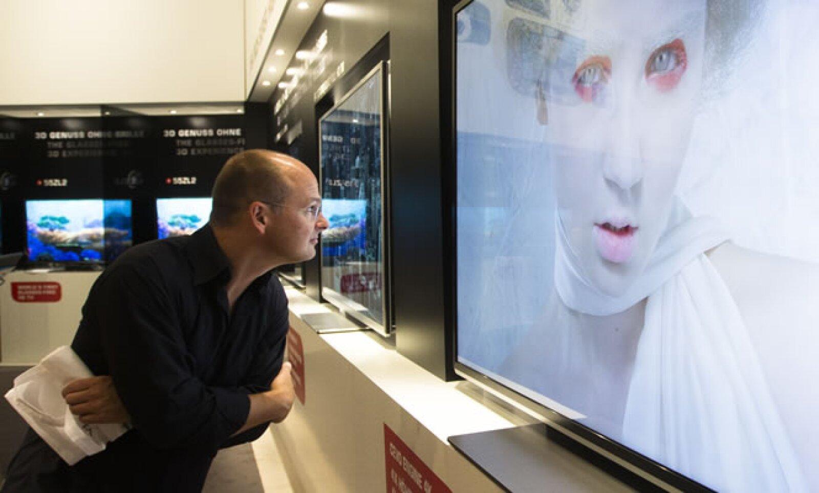 Toshiba presentó en el evento pantallas que transmite imágenes en tercera dimensión y de alta resolución, sin la necesidad de usar anteojos especiales.