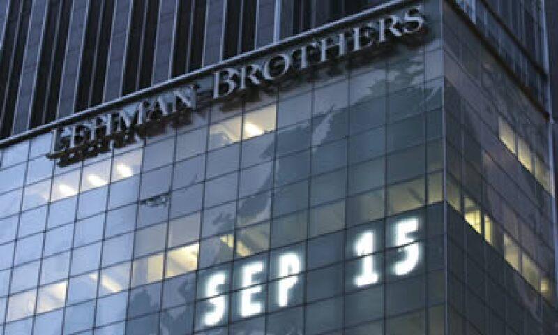 La quiebra de Lehman Brothers se tradujo en un exceso de regulación bancaria en el mundo, que puede limitar a la instituciones para apoyar la recuperación económica. (Foto: AP)