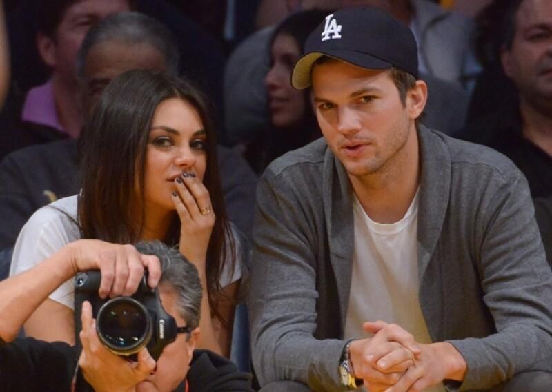 La actriz fue captada en las calles de Los Ángeles con un anillo en la mano izquierda y en el dedo que corresponde al anillo de compromiso. Debido a esto han empezado a circular rumores de una boda.
