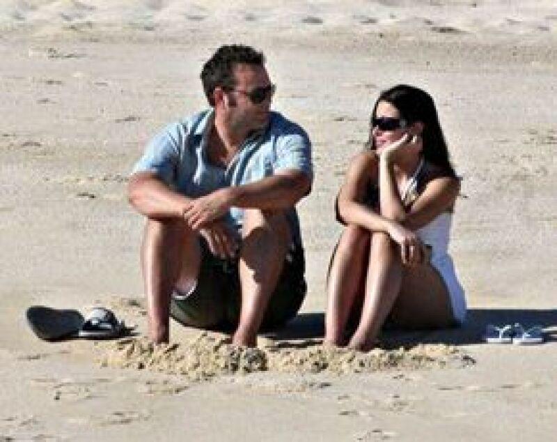 El actor estadounidense le propuso matrimonio a su novia Kyla Weber con un anillo de platino con un diamante.