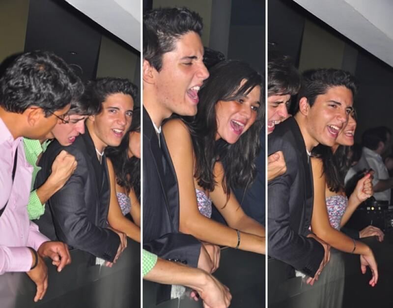 Karla Laveaga acudió al aniversario del antro Bosse en Jalisco, donde estuvo con el hijo del cantante mientras ambos coreaban las canciones de Alejandro Fernández.