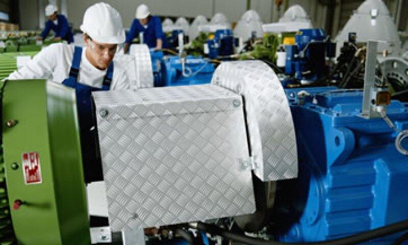 El personal ocupado disminuyó 5.4% en el ramo de fabricación de prendas de vestir. (Foto: Thinkstock)